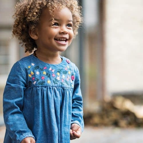 Frugi Denim-Kleid Little Edie mit Stickerei