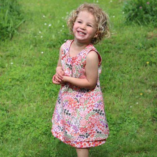 Enfant Terrible Wendekleid Glockenblumen und Pinselblumen in rose-red
