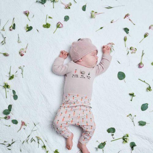 Babymütze Feri in violet ice von Hust & Claire in drei Farben erhältlich