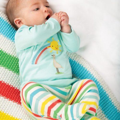 frugi-babyhose-multi-farben-streifen-regenbogen-farben-babydecke