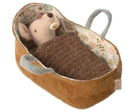 Maileg Babymaus in Tragetasche inkl. Strickdecke