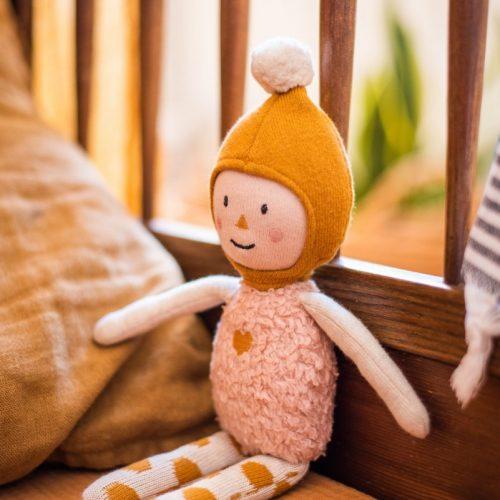 ava & yves Puppe Elly aus Bio-Strickmaterial rosa/ocker/natur